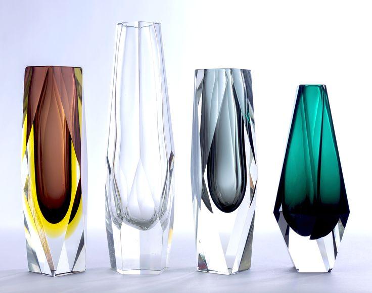 Jarrones en forma de prisma facetado hexagonal. Diseño de Flavio Poli Mandruzzato. Años '50