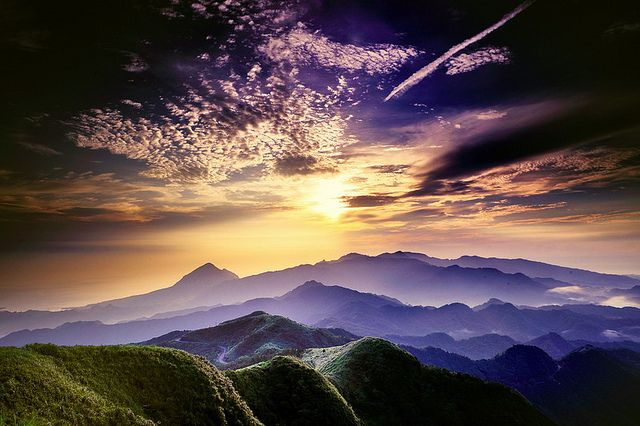 五分山, via Flickr.: Purple Mountain, Favorite Places, Beautiful Cloud, Mothers Earth, Beautiful Scenery, Beautiful Places, Bright Lights, Earth Beautiful, Purple Sky