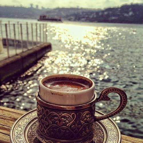Kahve aşk gibidir.! Her ne kadar sabır ve özen gösterirsen, tadı o kadar güzel olur...
