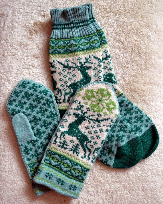 NORWEGIAN Scandinavian Hand Crafted 100% wool socks and mittens set, M / L, folk art, reindeer