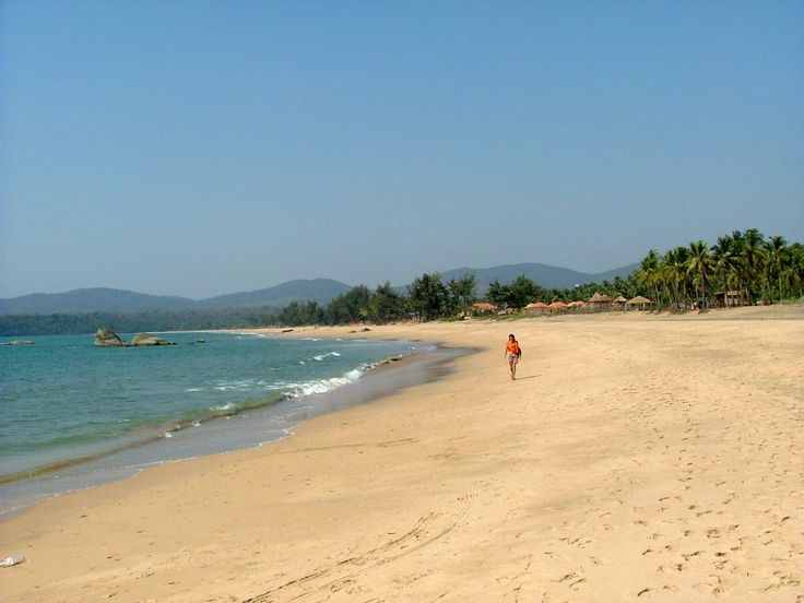 Take a stroll down serene Agonda Beach. Photo credit: Max KLM / Panoramio