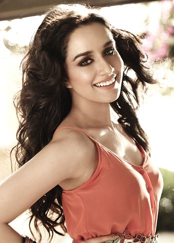 Shraddha Kapoor doesn't wish to work with senior actors!