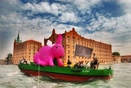 ConiglioViola- Pirate Attack 2- Biennale di Venezia