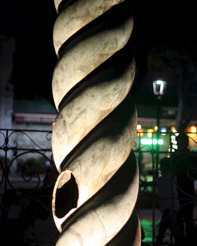 #serpentcolumn #istanbul #turkey This is one of the monuments in Istanbul's Hippodrome- a spiral column- apparently cast @480BC. The heads of the serpent disappeared @17th century.