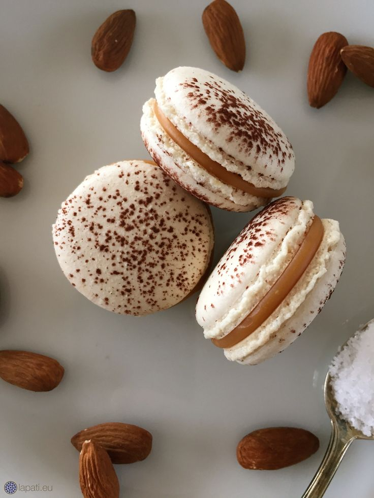 Gesalzene Karamell Macarons   Salted Caramel Macarons #Food #Lecker