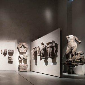 Sistemi espositivi Museofab per allestimenti museali. Pannelli espositivi per statue e opere in marmo, Museo del Duomo di Milano