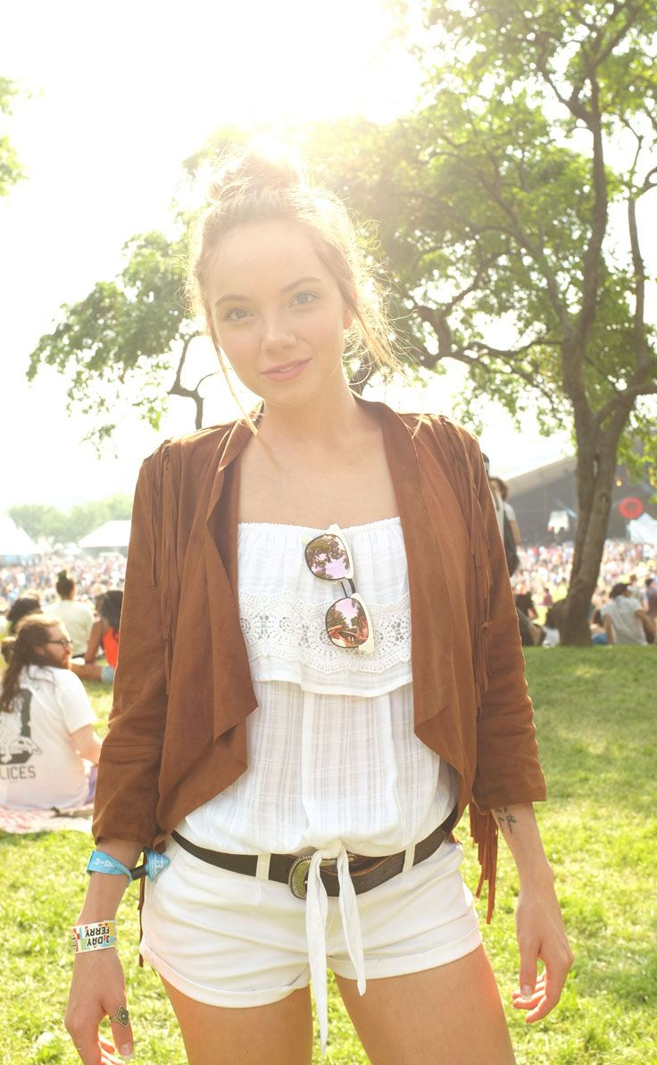 ✨ Sun-kissed and festival-ready with Danielle Bradbery. ✨