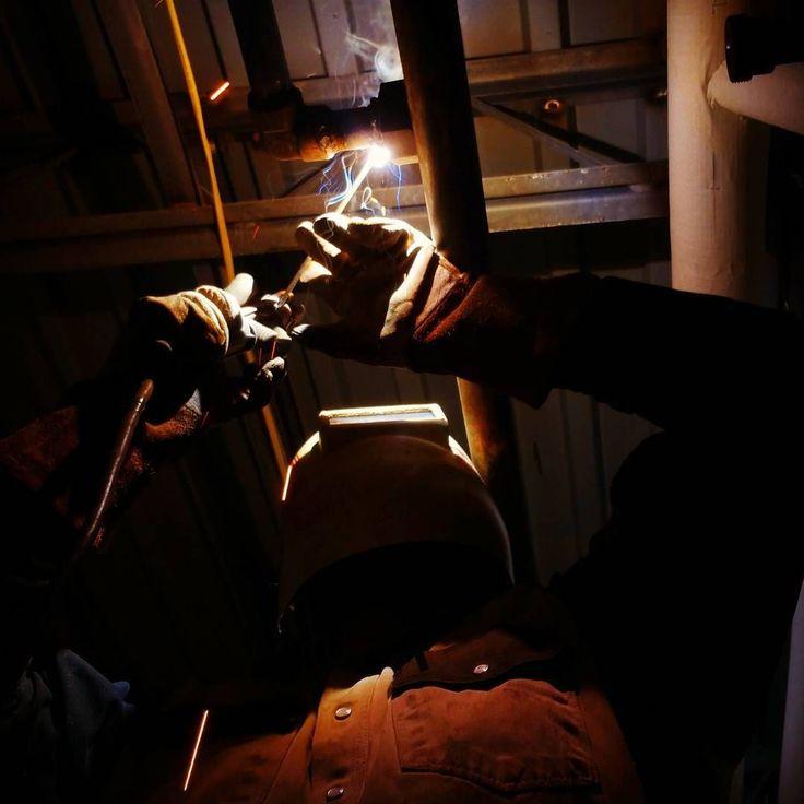 #repost #weld #weld #weldlife #6010 #7018 #positionweld #socketweld #miller #pipefitter #pipeline #welding #stickwelding #stickweld #texas #lincolnwelders #lapco #pipewelding #pipewelder #gasline ( #📷 @c_phillips02 )