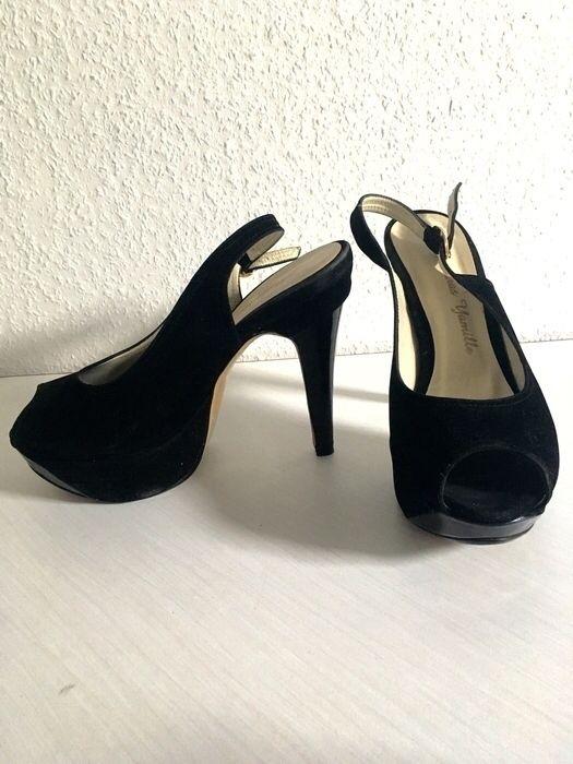 Escarpins bout ouvert noirs  ! Taille 36  à seulement 10.00 €. Par ici : http://www.vinted.fr/chaussures-femmes/escarpins-and-talons/25545678-escarpins-bout-ouvert-noirs.