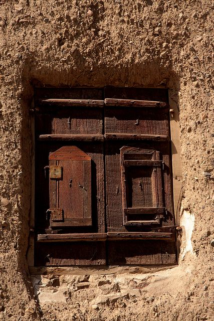 Window in a house in Sana'a, Yemen, by Retlaw Snellac, via Flickr.
