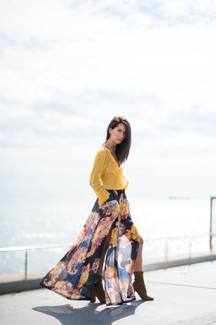 An infallible outfit. Nolita daring and bohemian sheer maxi skirt with paisley print and bright yellow blouse. Blogger Adriana Lindo. Photographer Ángel Robles Robles.