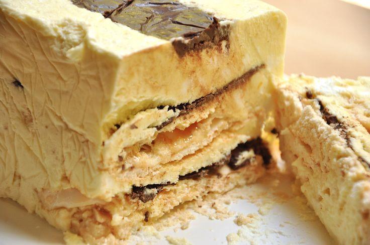 La ricetta della viennetta Bimby è come la buonissima Viennetta Algida. Si tratta della Viennetta classica al cioccolato con meringa fatta in casa con Bimby