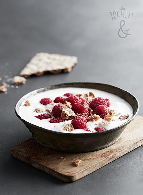Bringebær & Knekkebrød - Se flere spennende yoghurtvarianter på yoghurt.no - Et inspirasjonsmagasin for yoghurt.