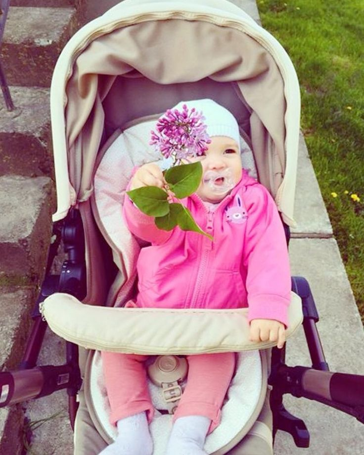 Girls today is your day!! #girlsday #girlchild #girl #baby #babygirl #cute #cutegirl #flower #nice #goodmorning #foryou #pink #girly #girlygirl #present #stroll #morningstroll #buggy #stroller #cochecito #carrito #kinderwagen #repost