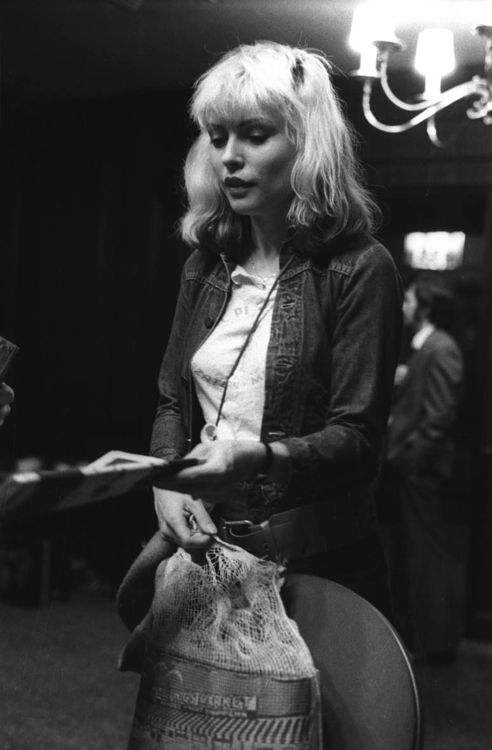Debbie Harry handing out New York Punk Magazines, photo by Murray Cammick 1977