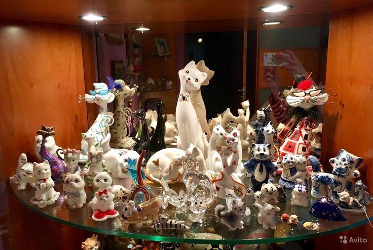Витрина зеркальная с подсветкой + коллекция котов — фотография №2