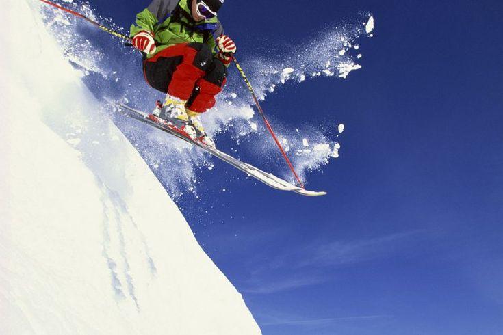 Protectores solares para el esquí. Puedes asociar las quemaduras con vacaciones tropicales y largos días de verano, pero no te olvides de la protección solar en tu próximo viaje de esquí. Puedes obtener una quemadura severa en los días fríos y nublados especialmente mientras practicas esquí cuando ...