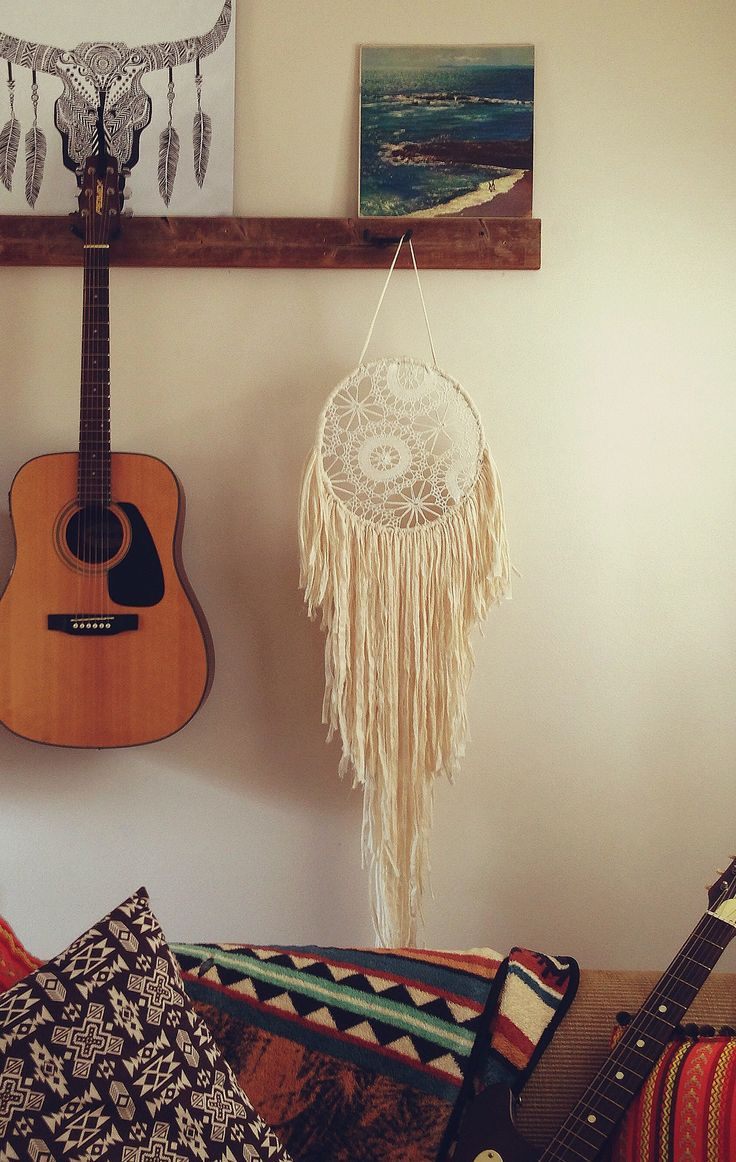 Best 25 guitar bedroom ideas on pinterest music furniture music bedroom and guitar wall holder - Guitar decorations for bedroom ...