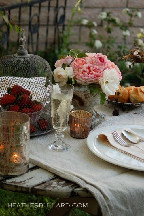 Flowers & candles: Alfresco Tables, Beautiful Tables Sets, Dining Alfresco, Outdoor Tables, Beautiful Table Settings, To Fresh, Flowers, Alfresco Dining, Alfresco Living
