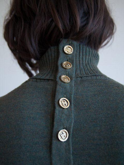 valscrapbook:  daintyyetdangerous:Chanel Boutique Hunter Green Cashmere via Tiffany Pentz on Etsy