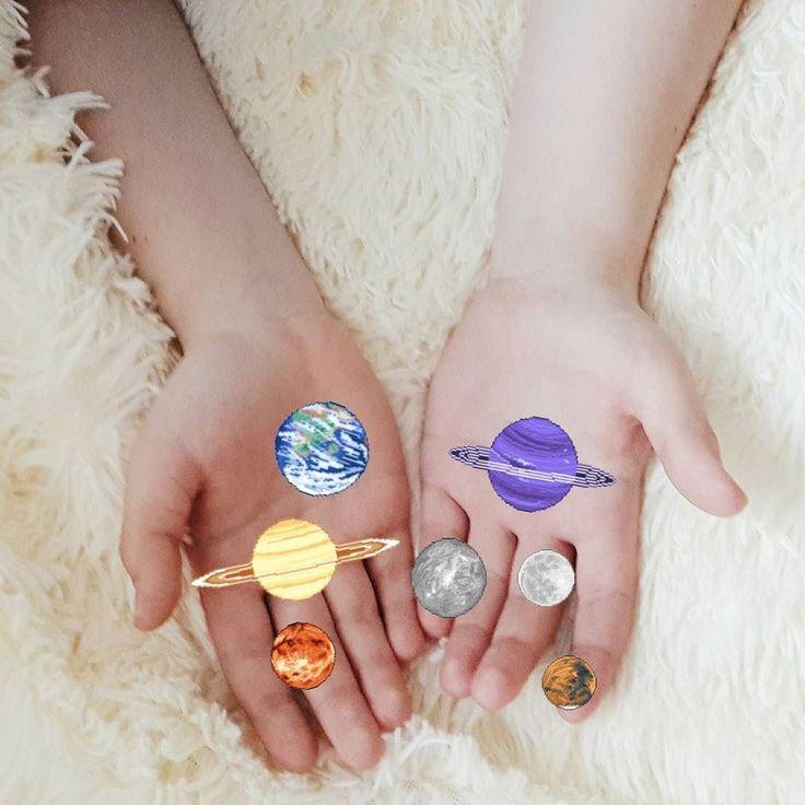 provocative-planet-pics-please.tumblr.com  #planet#planets#планеты#планета#руки#hands#юпитер#земля#луна#венера#плутон#galaxy#космос#вселеннаябесконечна#вселенная by ioannaaas https://www.instagram.com/p/BE0oTJtliOe/