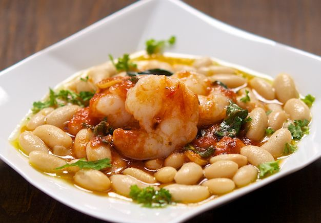 The combination of shellfish and legumes once again winning and never ceases to amaze! Delicious! #shrimps with #beans