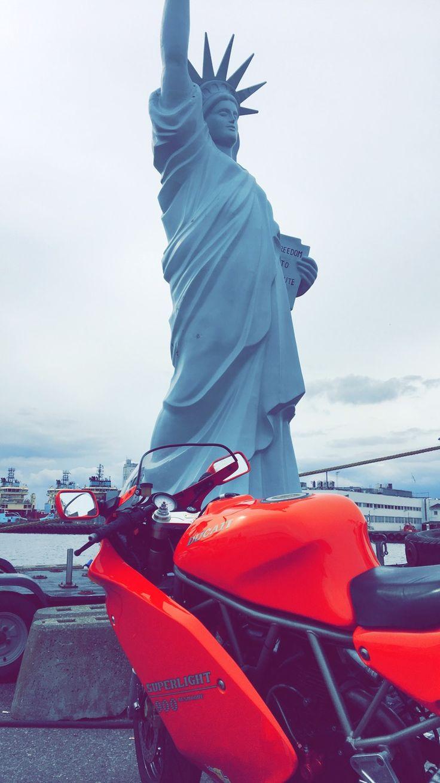 New York #ducati #superlight #rød #gudinde #900 #sl #tur #frihedsgudinde #lookalike #speciel