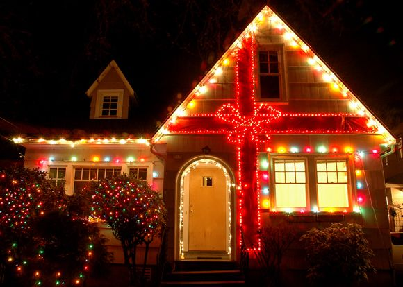 10 holiday light displays that will blow your mind for Home christmas decorations uk