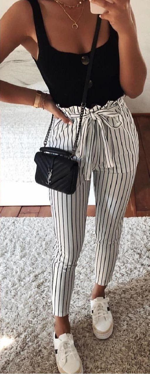 #Sommer #Outfit schwarzes und weißes ärmelloses Top.