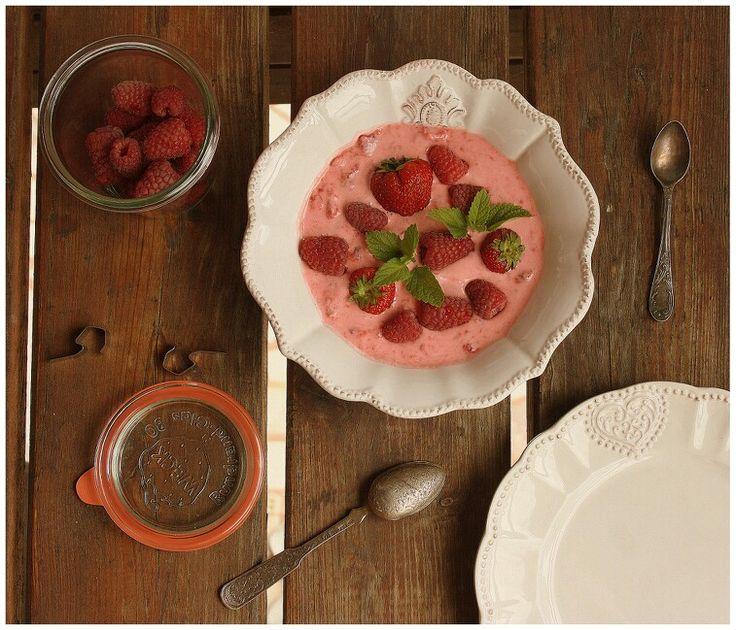 Jahody s řeckým jogurtem   http://www.naskokvkuchyni.cz/jahody-s-reckym-jogurtem/