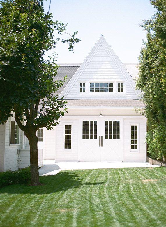 White barn / farmhouse. LOVE this!