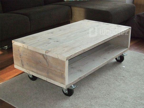 WOODIEZ | Mooie steigerhouten salontafel op wielen.