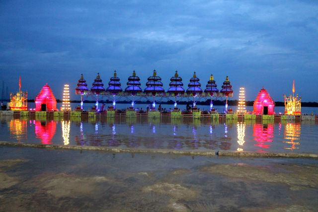 https://anecdotesofmylife.wordpress.com/2016/10/18/pavitra-sangam-or-the-pure-confluence-of-the-krishna-and-godavari-rivers/