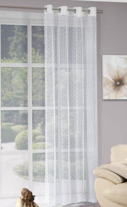 Bílý hotový závěs na okno