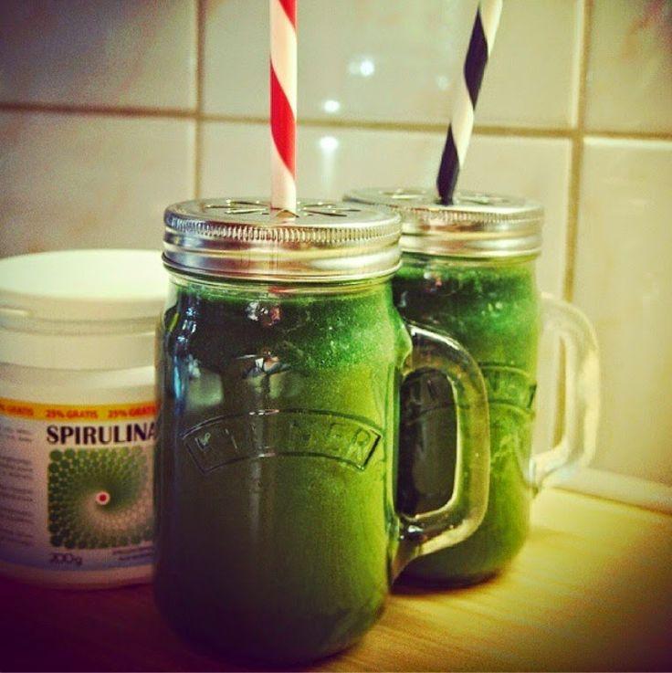 Zielone koktajle: spirulina + pietruszka + pomarańcza + banan + kaki