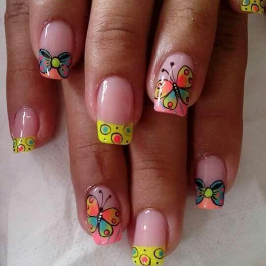 Uñas mariposas y lazos