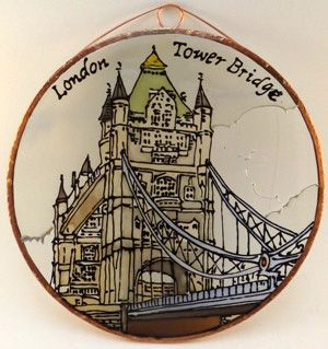 Londoni bemutatkozásra készültünk. Tower Bridge Grafika: Navratil Zsuzsa Üvegre kivitelezte: Kőrösi Andrea