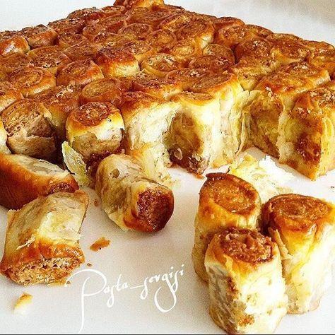 Lokmalık Haşhaşlı Börek Malzemeleri : Hamur için : 1 çay bardağı sıvı yağ 1 su bardağı süt 10 gr yaşmaya 1 tatlı kaşığı şeker 1 tatlı kaş tuz un İç harcı için; 1,5 su br ezilmiş haşhaş   Sıvıyağ . İçine : 2 yemek kş Tereyağ ve biraz ☆sıvıyağ ☆Üzerine 1 yumurta . Yapılışı