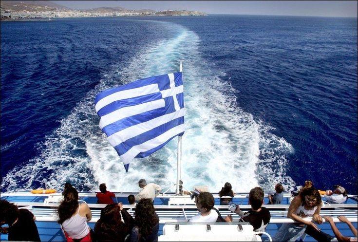 (VG Nett) Ingen grunn til å slutte med øyhopping selv om man får barn, mener Ole Sivert Warnes. Han tar båt mellom greske øyer hver eneste sommer sammen store og små i familien.