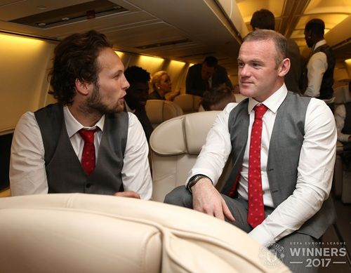 Gallery: Manchester United trophy celebrations on the plane - Official Manchester United Website