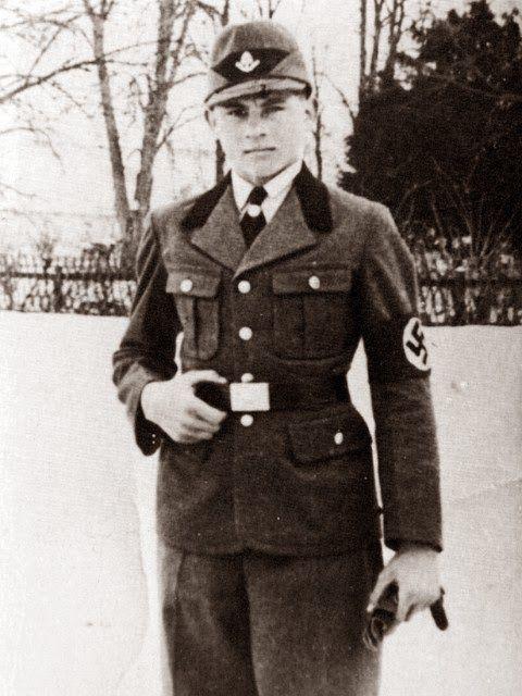 Michael Wittmann muda memakai seragam RAD, organisasi buruh Reich. Dia menjadi anggota FAD (Freiwillige Arbeitsdienst) cabang Benediktbeuren dari tanggal 1 Februari 1934. Organisasi ini nantinya berganti nama menjadi RAD (Reichsarbeitsdienst). Wittmann yang berasal dari keluarga petani akhirnya memutuskan untuk berkarir di dunia militer setelah dia mendapat pengenalan untuk pertama kalinya tentang teamwork, kesetiakawanan dan cinta tanah-air di RAD