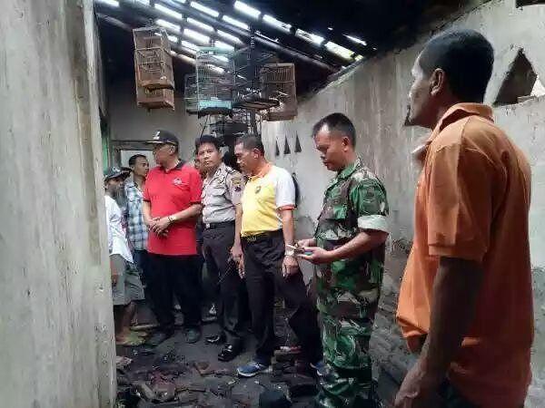 Rumah milik mariono 50th seorang petani warga dusun bandelan Rt 04 Rw 06 Desa /Kecamatan Taman Kabupaten Pemalang terbakar(17/7/2017). #polisi_indonesia  #humaspoldajateng  #humasrespemalang  #polisi_tni_ganteng  #polisi_masyarakat
