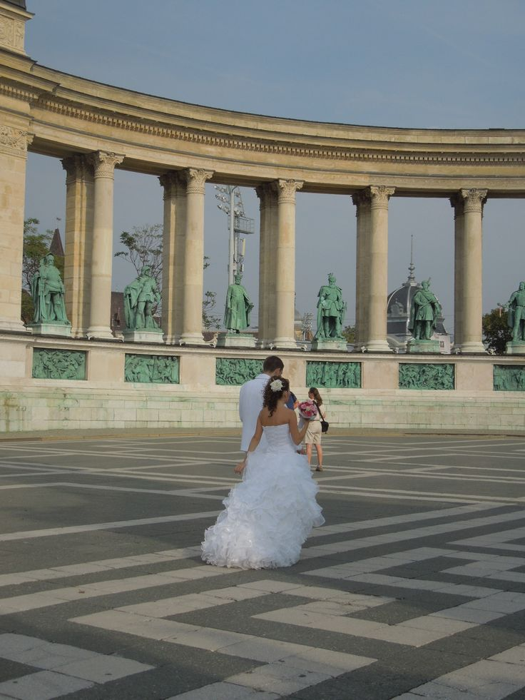 A Bride walking through Heroes Square.