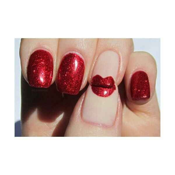 Ahh! A kiss manicure! | 26 Ridiculously Sweet Valentine's Day Nail Art Designs