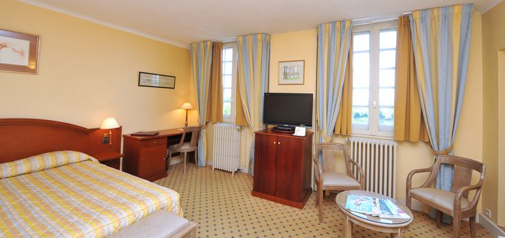 Elegant room with a large view on the Loire river