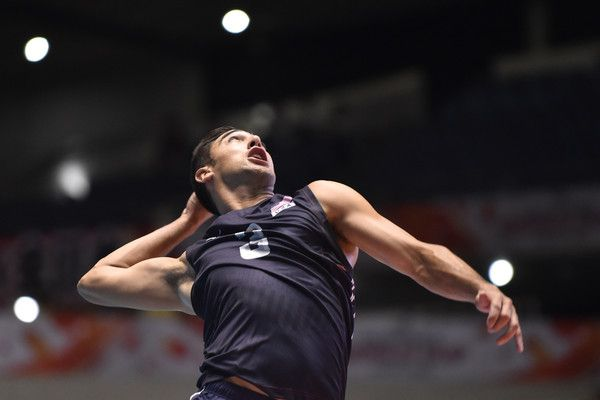 Taylor Sander Photos Photos - Taylor Sander of the USA serves in the match between USA and Russia during the FIVB Men's Volleyball World Cup Japan 2015 at Yoyogi National Gymnasium First Gymnasium on September 22, 2015 in Tokyo, Japan. - USA v Russia - FIVB Men's Volleyball World Cup Japan 2015