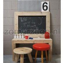 steigerhouten speeltafel voor jongens met krijtbord