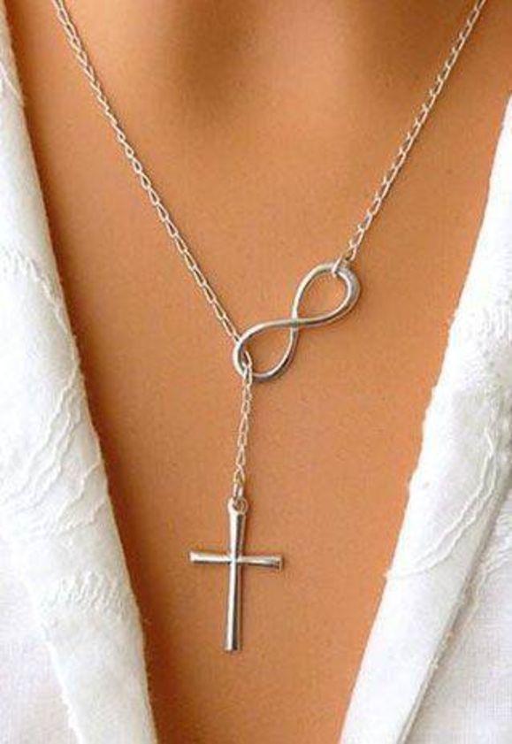 Colar Infinito e Crucifixo PrateadoDelicado colar de metal prateado crucifixo e infinito. Amizade, protecao, boa sorte. Pode ser produzido na versao dourada. Pronta entrega..