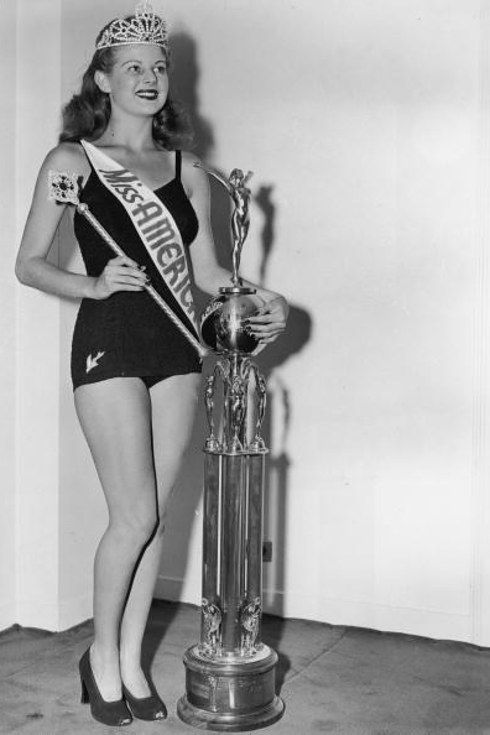 Miss America 1941. According to their research, the BMI scores were more in line with the average American woman, and even in same range, in the 1940s and '50s. Since then, however, the average winner's BMI scores have dipped into the underweight range. | This Is How Miss America Winners' Bodies Have Changed Since 1921
