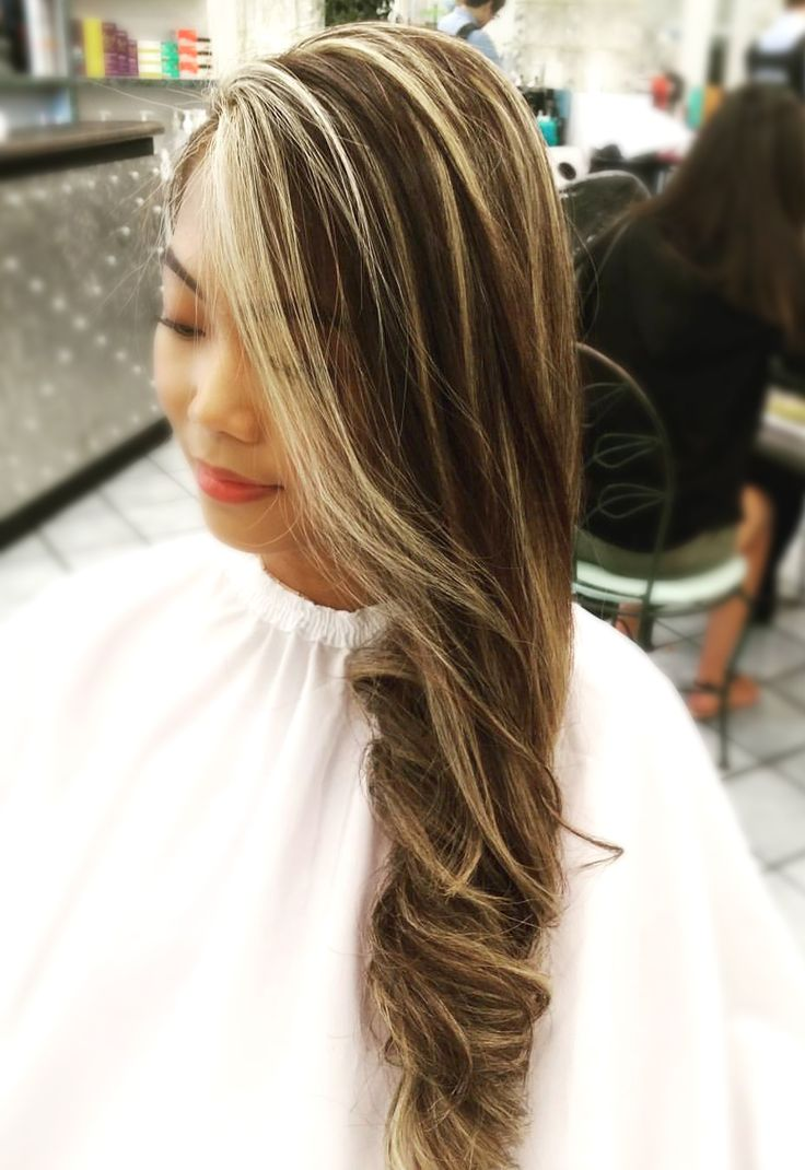 Beachwaves by Robin #beachwaves #swimsuit #style #california #beautiful #balayage #highlights #layers #haircolor #toner #joico #wella #ashblonde #hair #hairdye #옴브레 #발라야지 #헤어스타일 #미용실 #미용사 #머리 #1l4l #f4f #kimsunyoung_la #kimsunyoung #byrobinlee — at Los Angeles Kim Sun Young Hair & Beauty Salon